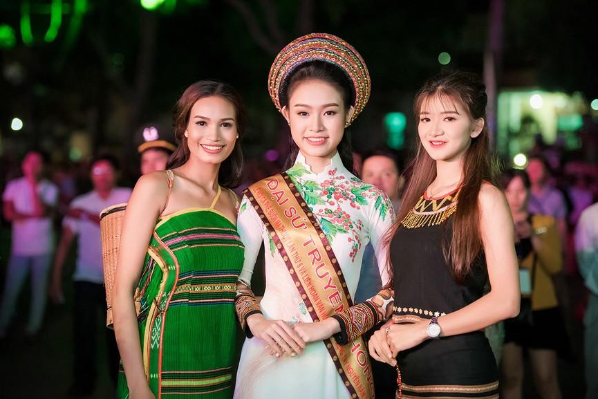 Người đẹp có học vấn 'khủng' nhất Hoa hậu Việt Nam 2016 thay đổi ra sao sau 5 năm? - ảnh 6