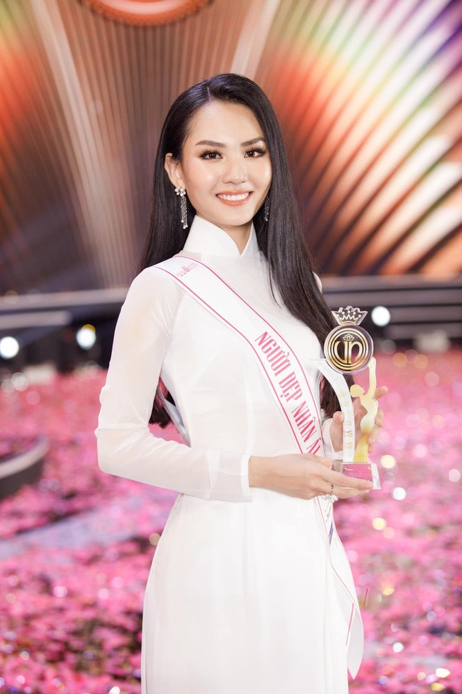 Đọ nhan sắc ba người đẹp từng giành giải 'Người đẹp Nhân ái' tại Hoa hậu Việt Nam - ảnh 11
