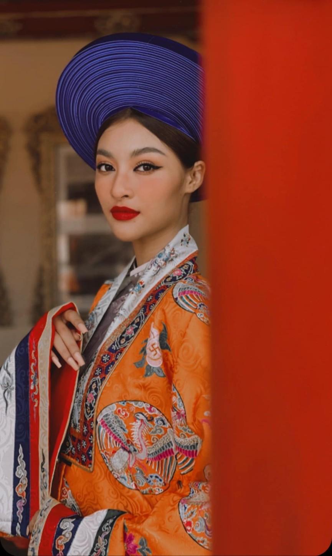 Đỗ Mỹ Linh khoe vai trần ở Đà Lạt, Lương Thuỳ Linh nóng 'bỏng mắt' với bikini ở Phú Quốc - ảnh 7