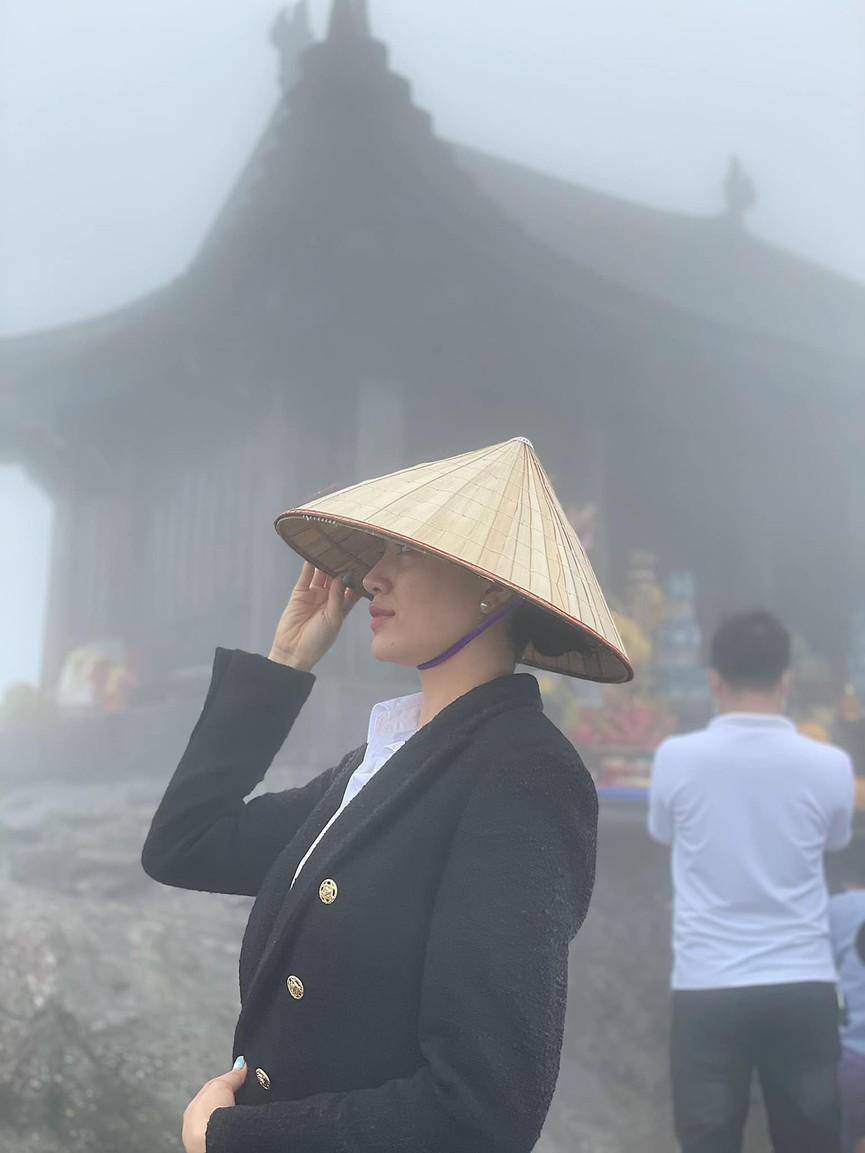 Đỗ Mỹ Linh khoe vai trần ở Đà Lạt, Lương Thuỳ Linh nóng 'bỏng mắt' với bikini ở Phú Quốc - ảnh 10
