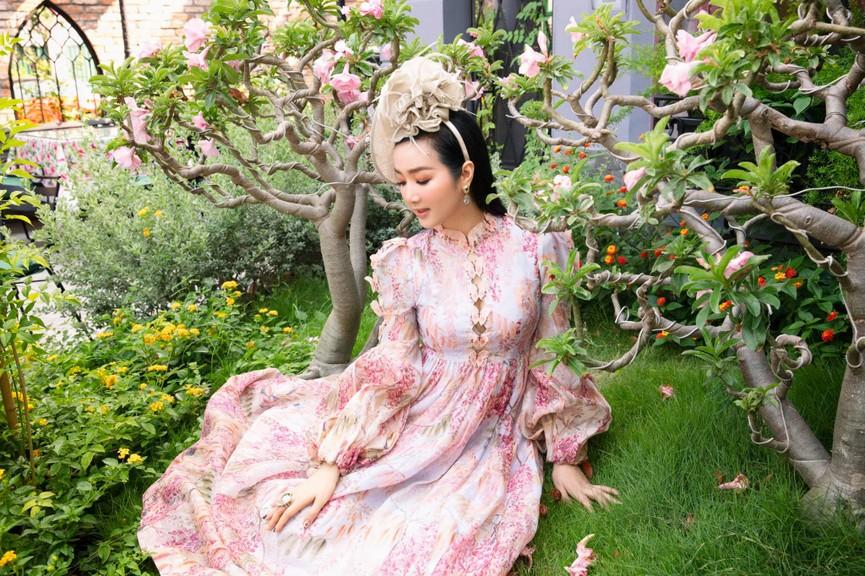 Hoa hậu Đỗ Thị Hà diện váy vàng gold cắt xẻ sexy, khoe loạt thần thái 'đỉnh cao' - ảnh 14