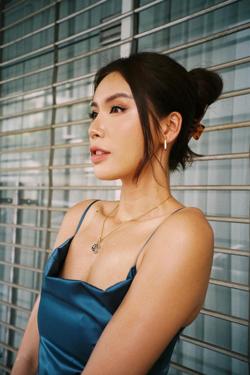 Hoa hậu Đỗ Thị Hà diện váy vàng gold cắt xẻ sexy, khoe loạt thần thái 'đỉnh cao' - ảnh 9
