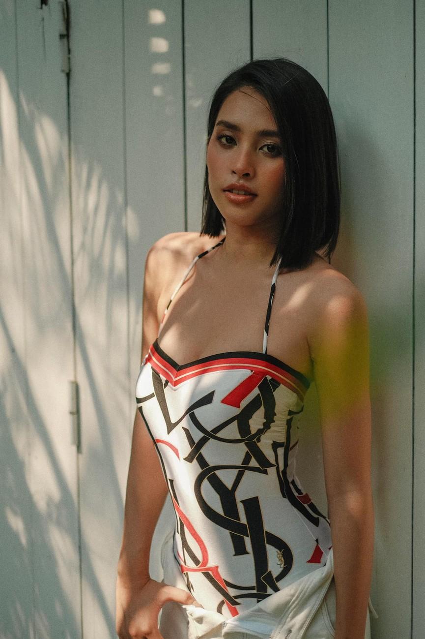 Hoa hậu Đỗ Thị Hà diện váy vàng gold cắt xẻ sexy, khoe loạt thần thái 'đỉnh cao' - ảnh 8