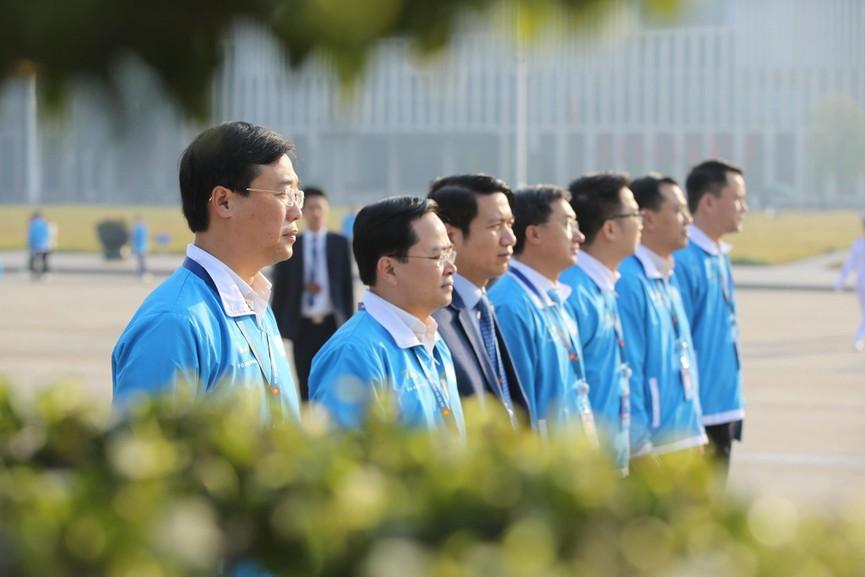 1.000 đại biểu báo công, viếng Lăng Chủ tịch Hồ Chí Minh - ảnh 1