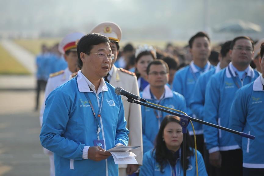 1.000 đại biểu báo công, viếng Lăng Chủ tịch Hồ Chí Minh - ảnh 2