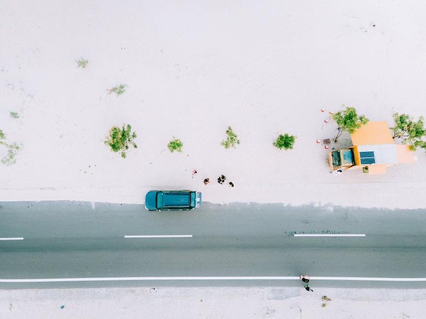 Phượt trên cung đường biển phủ đầy cát trắng đẹp nhất Việt Nam - ảnh 2