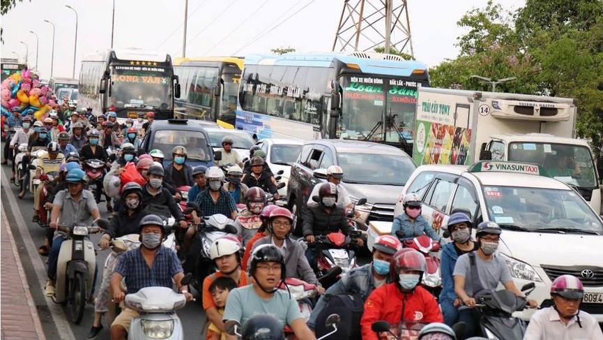Cửa ngõ Sài Gòn kẹt xe ngày càng nghiêm trọng - ảnh 10