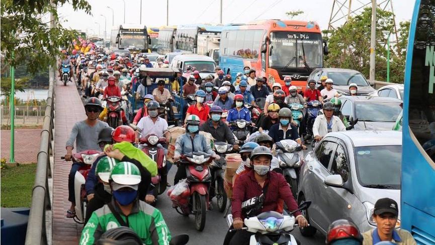 Cửa ngõ Sài Gòn kẹt xe ngày càng nghiêm trọng - ảnh 7