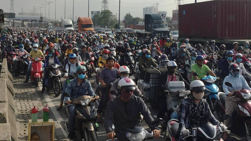 Cửa ngõ Sài Gòn kẹt xe ngày càng nghiêm trọng - ảnh 14