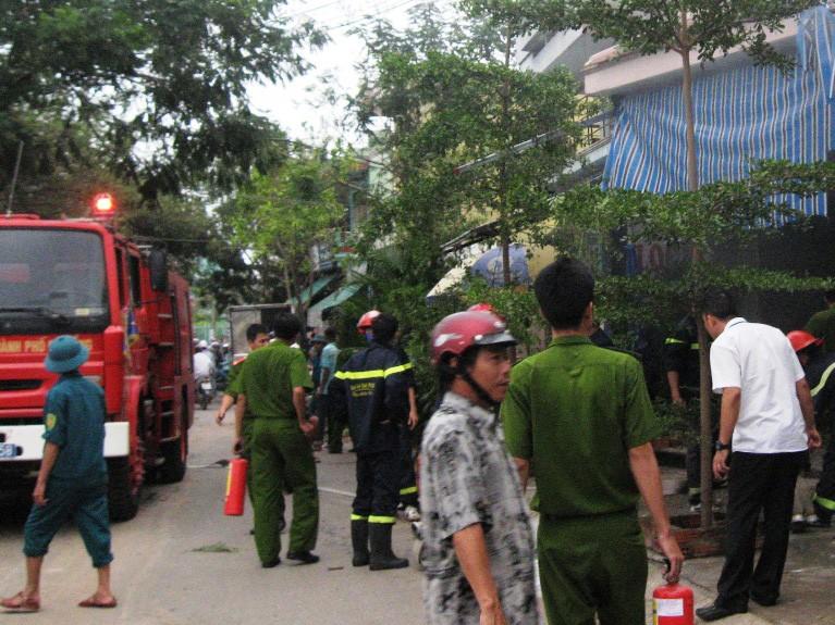 Có điện trở lại sau bão, hai ngôi nhà bất ngờ phát hỏa dữ dội
