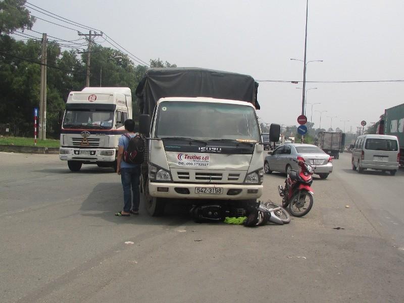 Va chạm giao thông, nam sinh viên nguy kịch
