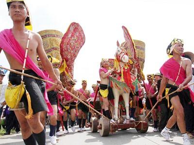 Hội Gióng được xem là một trong số ít hội giữ được nét truyền thống (ảnh chụp ngày chính hội 11-5-2011 Ảnh: Xuân Phú