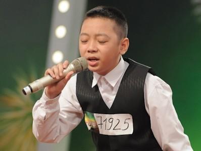 Cậu bé hát nhạc phim Titanic khiến giám khảo phát khóc