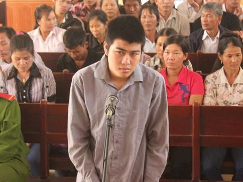 Đâm chết trai làng, nam sinh lĩnh án 10 năm tù