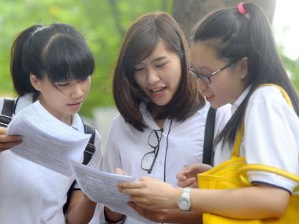 40 sinh viên nhận học bổng 'Nâng bước thủ khoa'