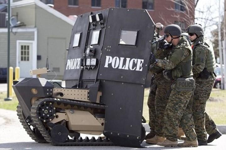 Khiên chắn robot có thể đỡ hơn 1.000 viên đạn
