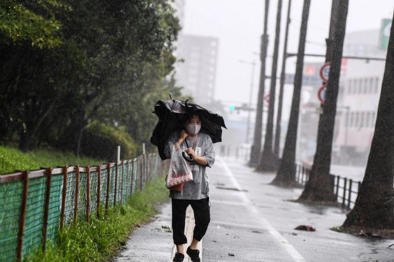 Bão Haisen đổ bộ vào phía nam Nhật Bản