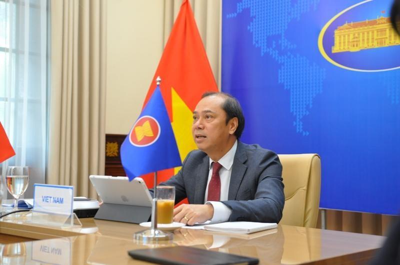 Thứ trưởng Nguyễn Quốc Dũng dự hội nghị. (Ảnh: Mofa)