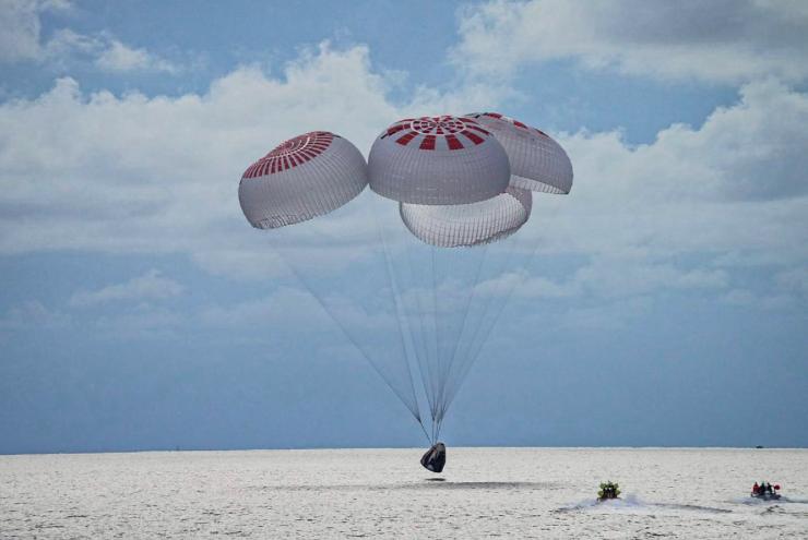 Cáp-xun đáp xuống mặt biển ngày 18/9. (Ảnh: SpaceX)