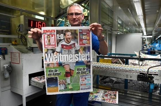Trang nhất của tờ Bild giành trọn để ca ngợi chiến thắng của đội nhà - Ảnh: Reuters
