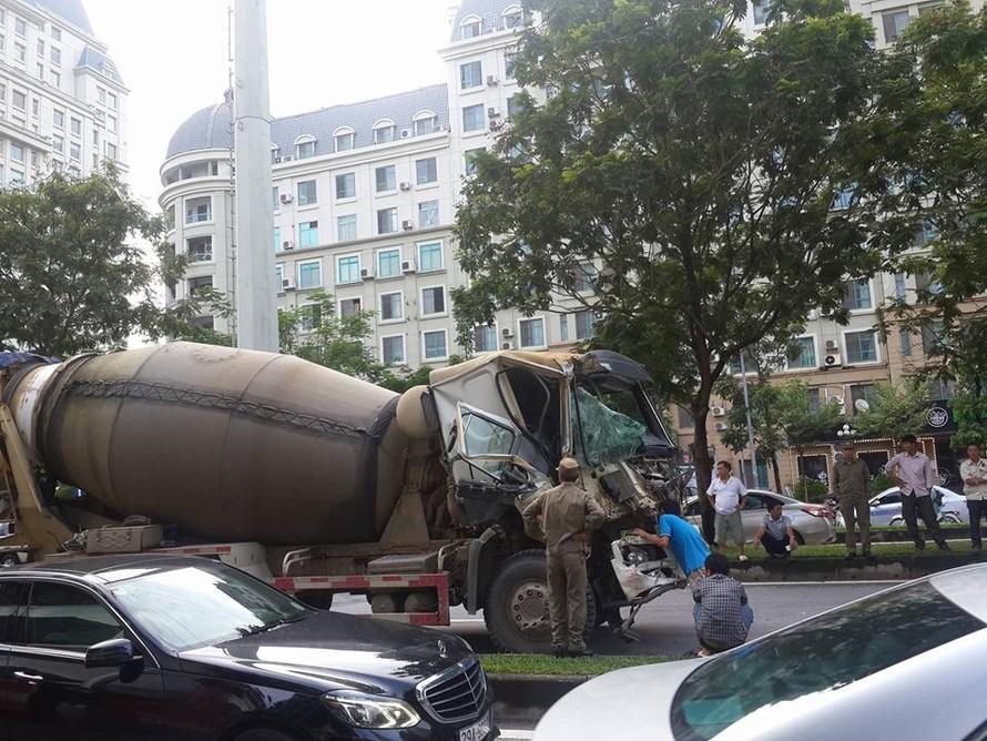Chiếc xe bồn bị hư hỏng nặng phần đầu.