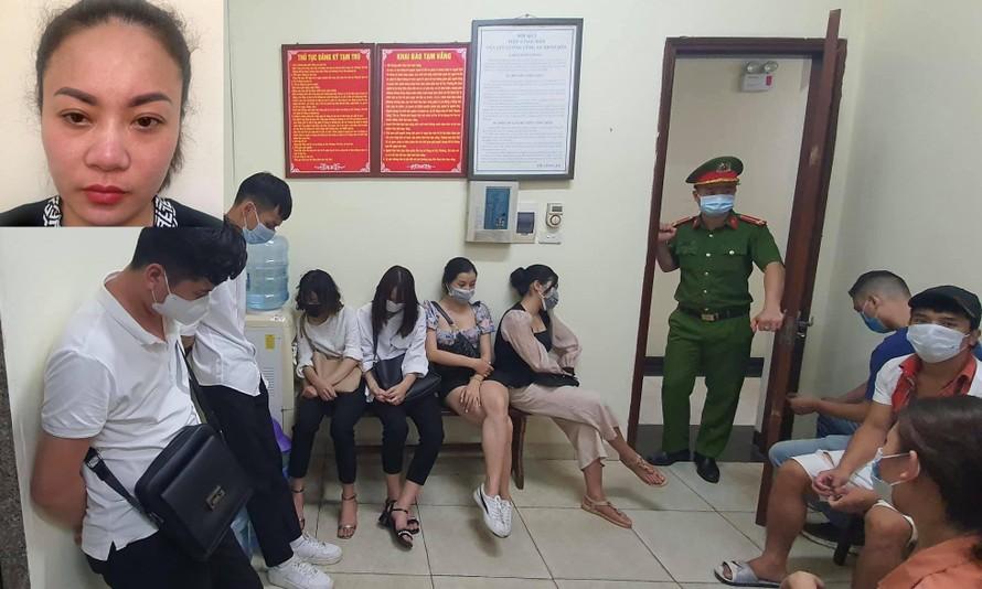 Chủ quán karaoke Linh Dương (ảnh nhỏ) và nhóm thanh niên hát trong quán tại cơ quan công an. Ảnh: Công an TP Hà Nội