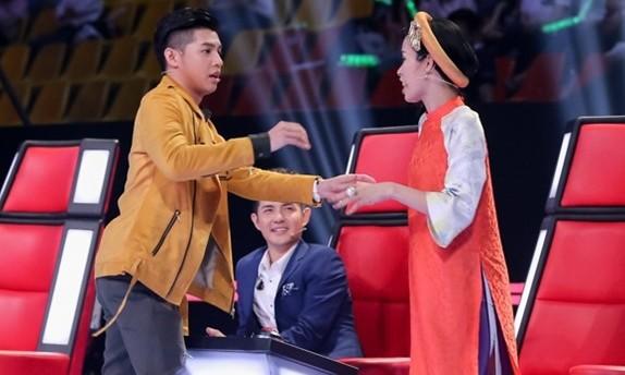 Khán giả 'sốc' khi Đông Nhi, Tóc Tiên, Noo Phước Thịnh ngồi ghế nóng The Voice 2017