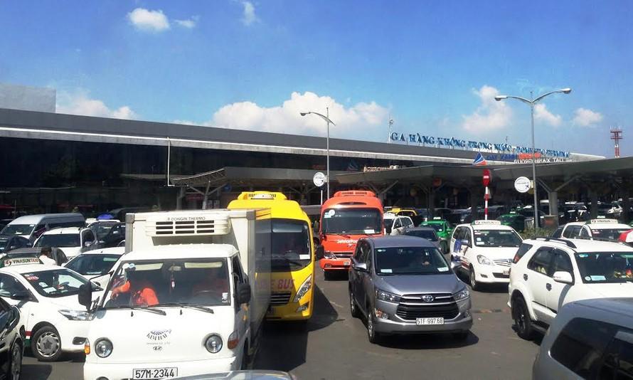 Tình trạng kẹt xe tại Sân bay Tân Sơn Nhất dịp Tết Đinh Dậu.