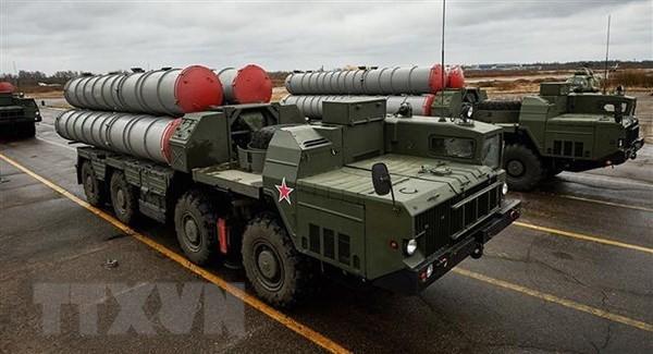 Hệ thống phòng thủ tên lửa S-300 của Nga tại lễ diễu binh của quân đội Iran ở Tehran. (Ảnh: Sputnik/TTXVN)