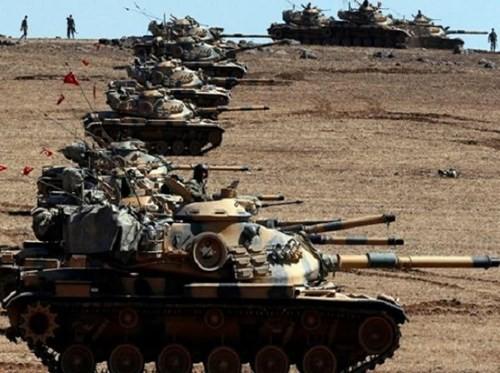 Xe tăng quân đội Thổ Nhĩ Kỳ ở khu vực biên giới giáp với Syria