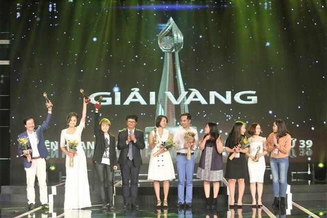 Thu Quỳnh nhận giải Vàng tại LH Truyền hình