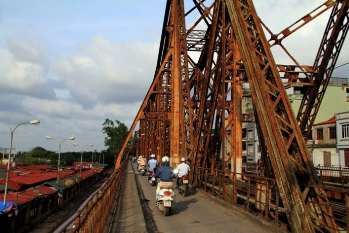 Bắt đầu cấm một chiều cầu Long Biên để gia cố