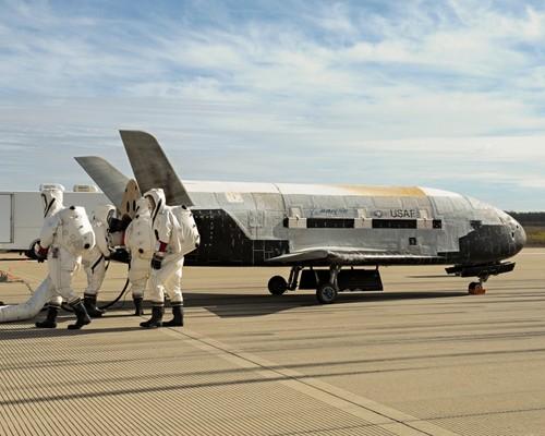 Một chiếc X-37B sau khi hạ cánh. Ảnh: Universe Today.