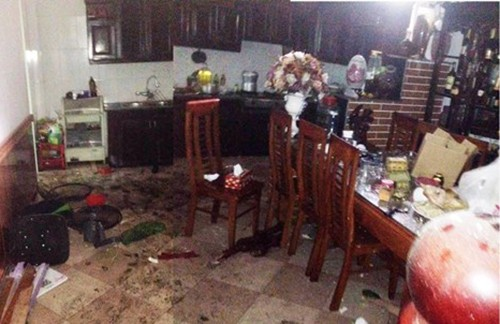 Đồ đạc trong nhà chị Oanh vương vãi sau vụ nổ