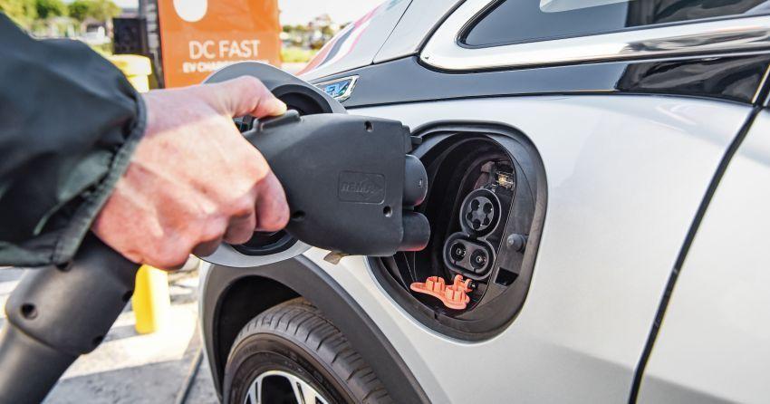 Thái Lan ngừng bán ô tô chạy xăng và dầu Diesel từ năm 2035