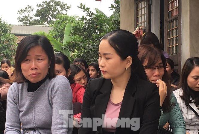 Gần 300 giáo viên kỳ cựu ở Sóc Sơn nguy cơ mất việc.