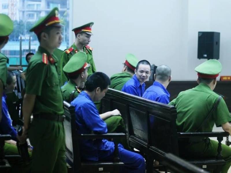 Nguyễn Văn Tình tươi cười tại tòa phúc thẩm.