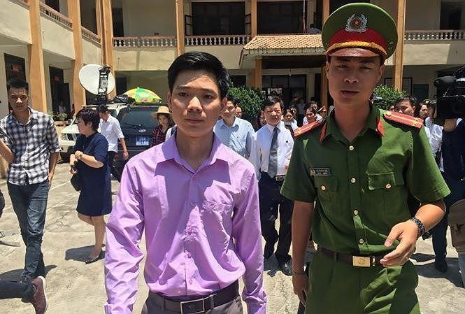 Ông Hoàng Công Lương tại TAND TP Hòa Bình.