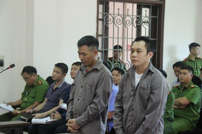 Từ trái qua, các tài xế Ngô Văn Sơn và Lê Ngọc Hoàng.