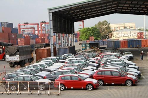 133 xe BMW của Công ty cổ phần ô tô Âu Châu nằm phơi mưa, nắng ngoài cảng VICT 2 năm trời