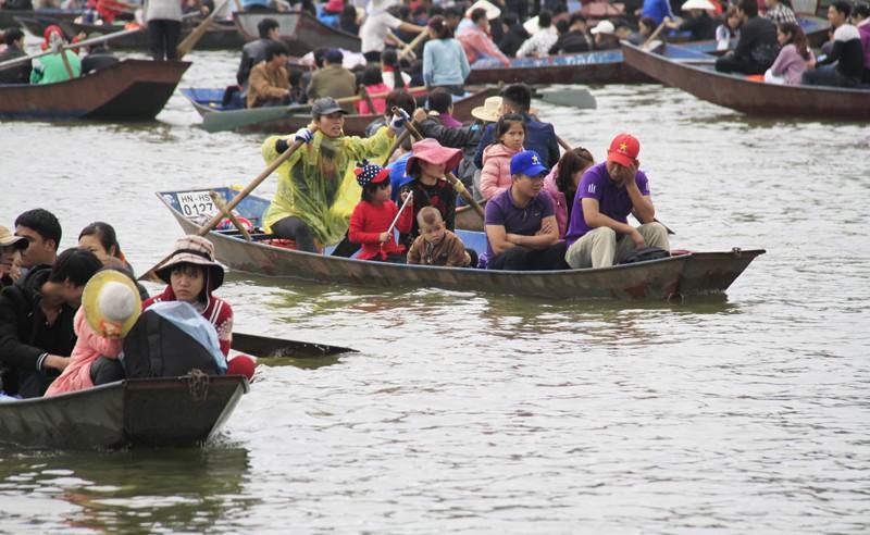 Vãn cảnh chùa Hương, nhiều đò không trang bị phao, áo cứu sinh