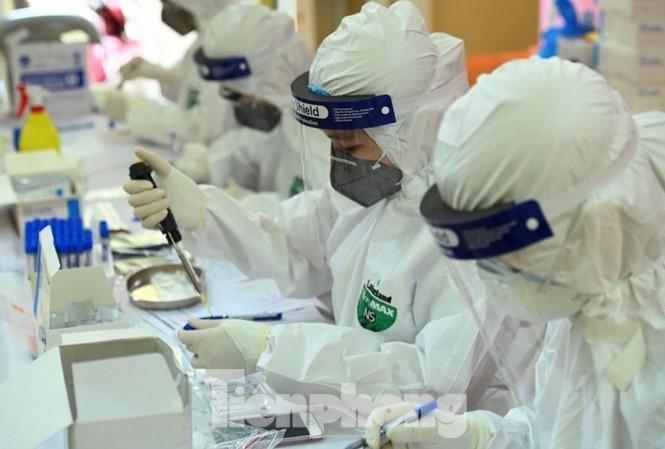 Hà Nội thêm 61 ca dương tính SARS-CoV-2, trong đó 36 ca cộng đồng