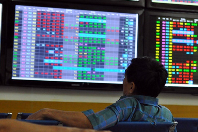 Nhà đầu tư dè dặt đặt lệnh mua - bán cổ phiếu trong những phiên gần đây