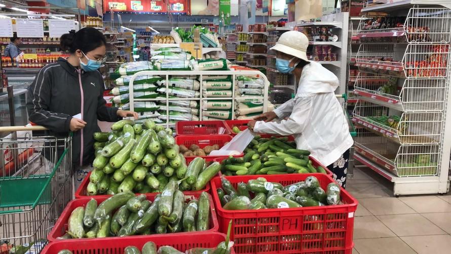 Nhiều siêu thị tại TPHCM thông báo đóng cửa trước 18 giờ từ ngày 26/7