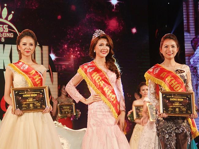 Á khôi 1 Huyền Giang, Hoa khôi Thu Hằng, Á khôi 2 Kỳ Anh là 3 thí sinh đạt giải cao nhất của cuộc thi iMiss 2015 (lần lượt từ trái qua phải)