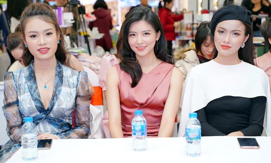 Hotgirl Việt khoe sắc cùng Hoa hậu Hàn Quốc