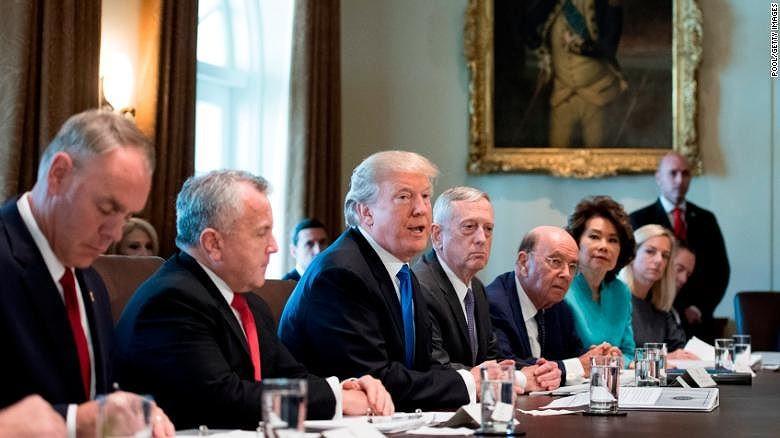 Sẽ có người ở kẻ đi trong chính quyền Trump. Ảnh: AP