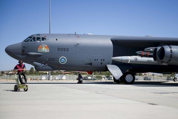 Một chiếc B-52H của Không quân Mỹ thử nghiệm mang theo vũ khí siêu vượt âm ARRW, hay còn gọi là AGM-183A