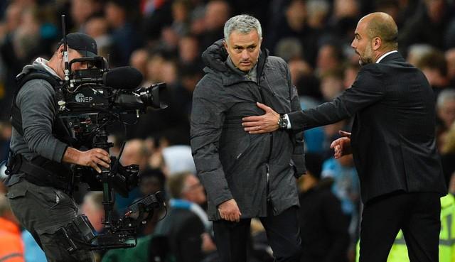Pep Guardiola cho rằng Mourinho đã chơi đòn tâm lý với Arsenal