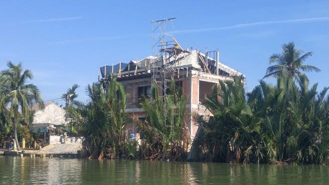 """Nhiều công trình trái phép đang """"bức tử"""" rừng dừa Bảy Mẫu"""